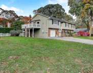 38 Mohawk Dr, Brightwaters image