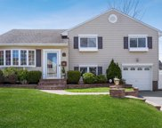 3670 Regent Ln, Wantagh image