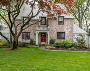 555 Hunt  Lane, Manhasset image