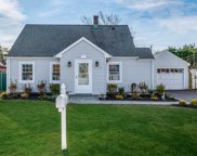 72 Periwinkle Rd, Levittown image