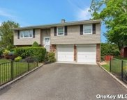 2607 Lindenmere  Drive, Merrick image