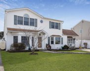 10 Green Ln, Levittown image