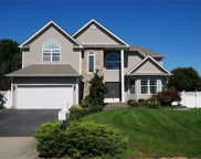 36 Peachtree Ct, Holtsville image