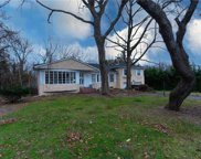 135 Woodhill  Ln, Manhasset image