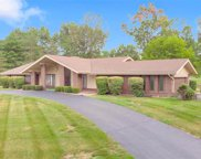 82 Meadowbrook Country Club Est, Ballwin image