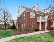 437 Commons Circle, Clarendon Hills image