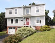 424 Kingsbrook Drive, South Fayette image