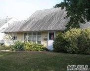90 Cold Spring  Rd, Syosset image