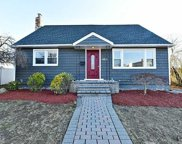 423 Piping Rock Rd, Seaford image