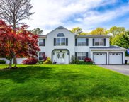 44 Evelyn  Court, Manorville image