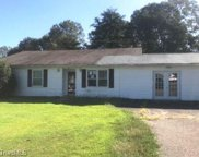 2051 Twin Pines Drive, Kernersville image