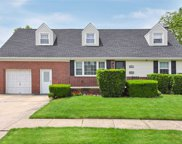 431 Burkhard Ave, Williston Park image