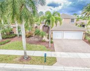 2532 Montclaire Cir, Weston image