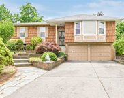 55 Carriage Rd, Roslyn image
