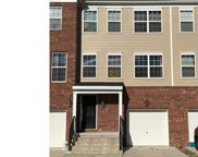 98 Creekside Wy, Burlington Township image