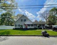 24 Commonwealth  Avenue, Lake Grove image