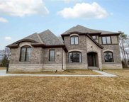52904 Forest Grove Dr, Shelby Twp image