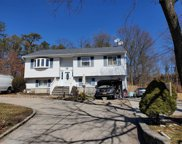 25  Windsor Place, Central Islip image