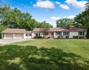 321 Crescent Knoll Drive, Libertyville image