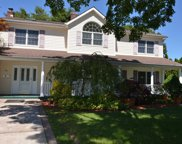 49 Twig  Ln, Levittown image