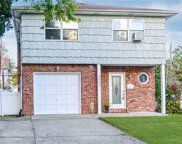 2699 Colonial  Ave, Merrick image