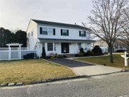 55 Meadow  Court, Manorville image