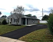 33 Gable Hill Road, Levittown image