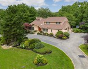 35 Carriage  Court, Muttontown image