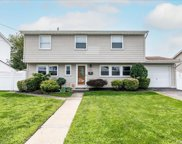 2526 Navy  Place, Bellmore image