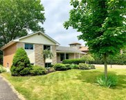 610 Middlewoods  Drive, London image