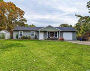 8 Country  Rd, Medford image