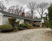 37  Vanderbilt Pkwy, Dix Hills image