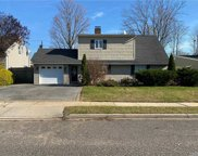 23 Whisper  Ln, Wantagh image