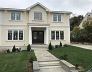 49 Russell  St, Roslyn Heights image