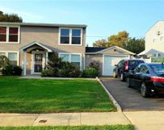 13 Cooper  Ln, Levittown image