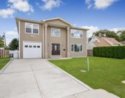16 Arrow  Lane, Hicksville image