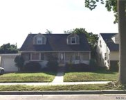 370 Piccadilly Downs, Lynbrook image