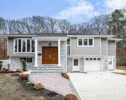 445 Joan Ct, W. Hempstead image