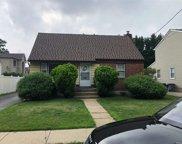 19 Chapin  Avenue, Merrick image
