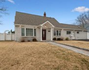 3 Tanners Ln, Levittown image
