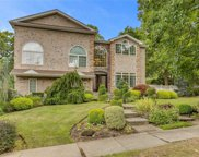 8 Schoolhouse  Place, Oyster Bay image