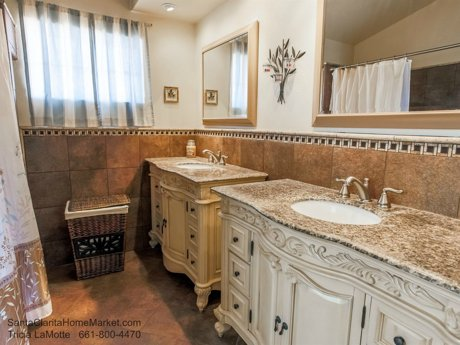 20434 Kesley St Santa Clarita CA 91351 remodeled bathroom
