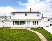 47 Oaktree Ln, Levittown image