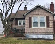 420 Lakeview Rd, Bellmore image