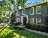 15566 VILLAGE PARK  CT, Lake Oswego image