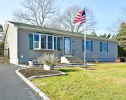 104 8th Ave, Holtsville image