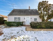 14 Tower Ln, Levittown image