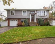 6 Pace  Ct, West Islip image