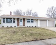 584 Chatham Circle, Buffalo Grove image