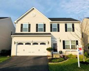 213 Heritage Dr, North Fayette image